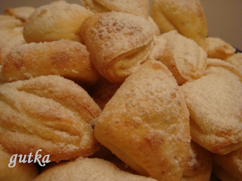 ...для приготуванння печива необхідно замісити тісто з наступних продуктів 450-500 г домашнього сиру 2 яйця 2 склянки...
