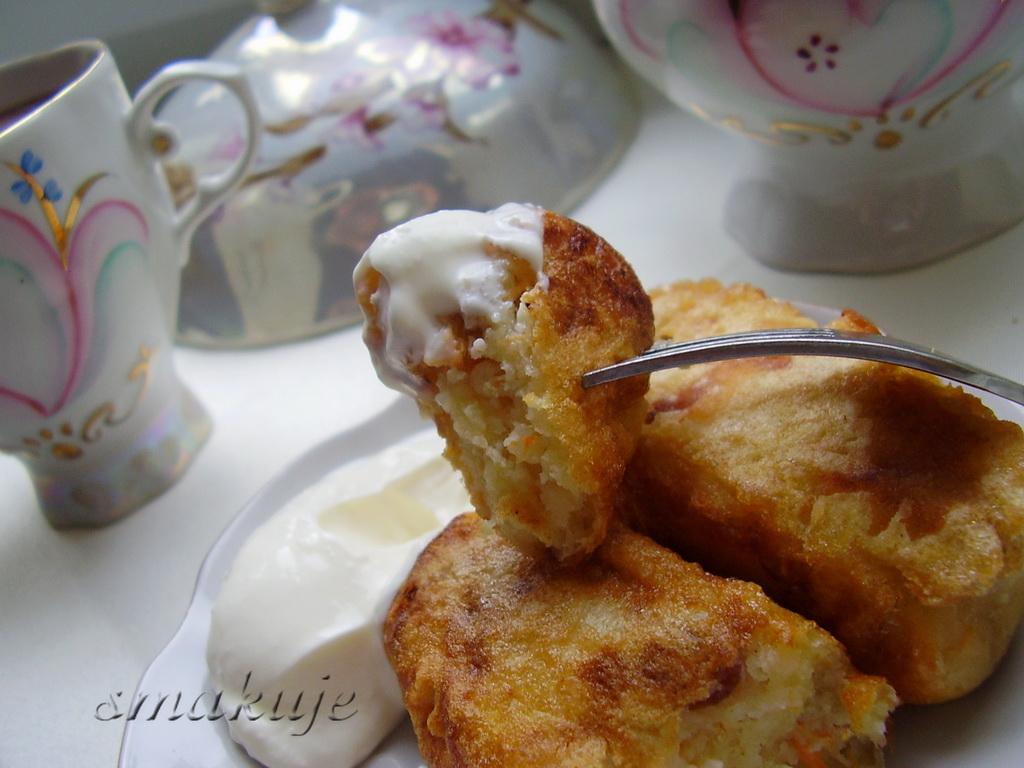 Потрібно: 200 г сиру манна крупа 2ст.л. цукор 2ст.л. .  2 яйця(1 в тісто, 1 для обсмажування) борошно 3 ст.л...
