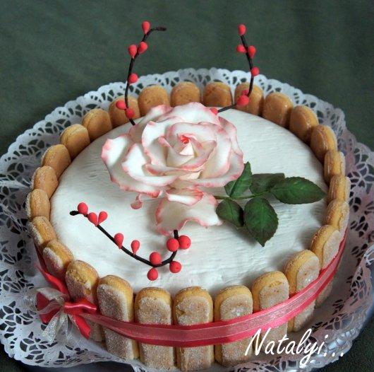 Как украсить торт печеньем савоярди